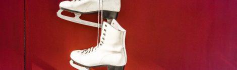 Gemeinsames Eislaufen in der Eiswelt Stuttgart